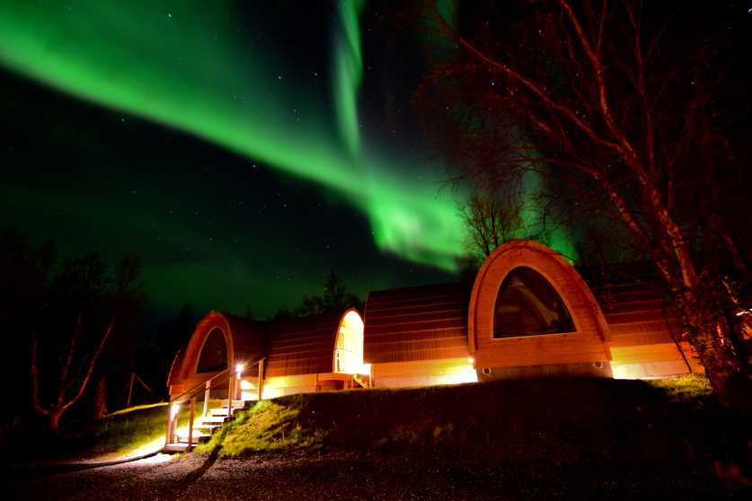 in a hut you can have a view on the northern lights out of your window