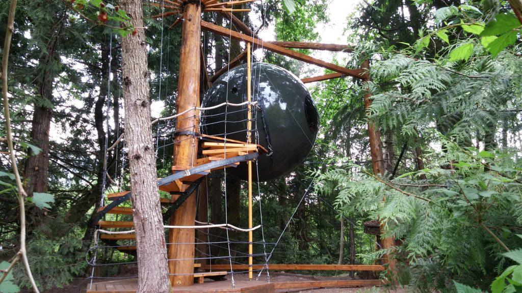 unordinary hotels - treehouse hotel - Free Spirit Spheres
